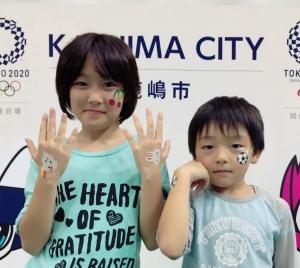 東京2020オリンピックに向けた鹿嶋市開催2年前イベント_フェイスペイント_サッカーボールの画像